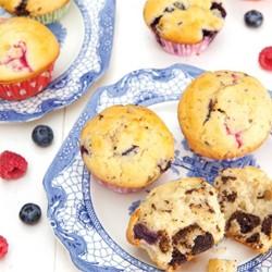 Muffins met chocolade en frambozen